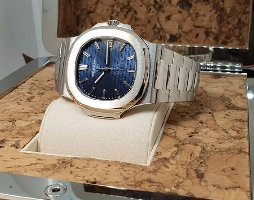 The dark blue dial matches the platinum case perfectly.