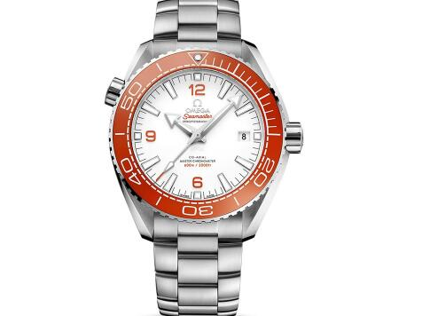 The orange tone endow the timepiece with fresh and amazing visual effect.