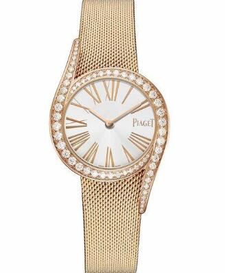 The diamonds on the bezel enhance the charm of the model.