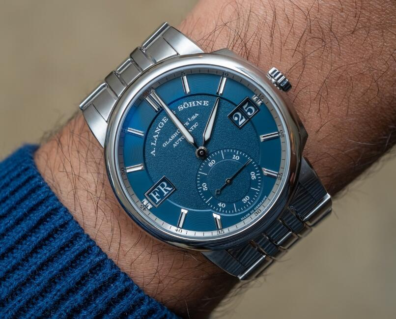 Online fake watches for men are decorated with blue dials.
