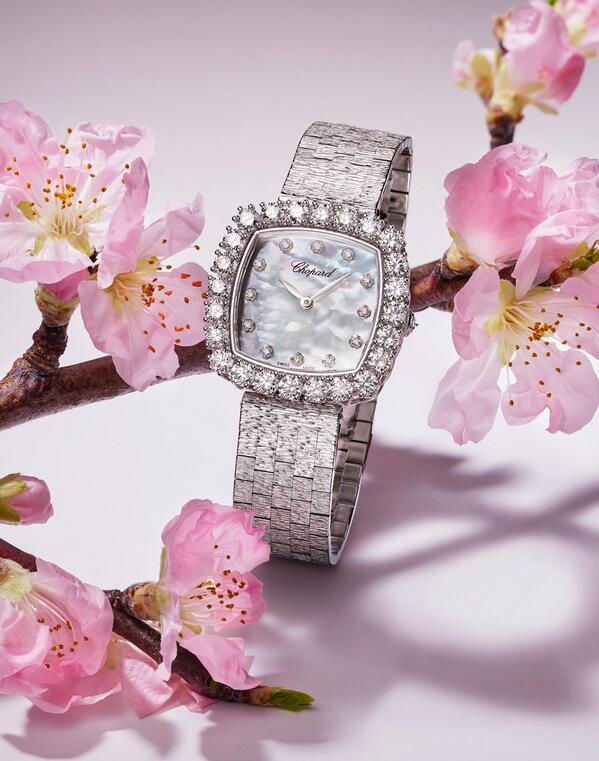 Swiss fake watches are totally made in 18k white gold.