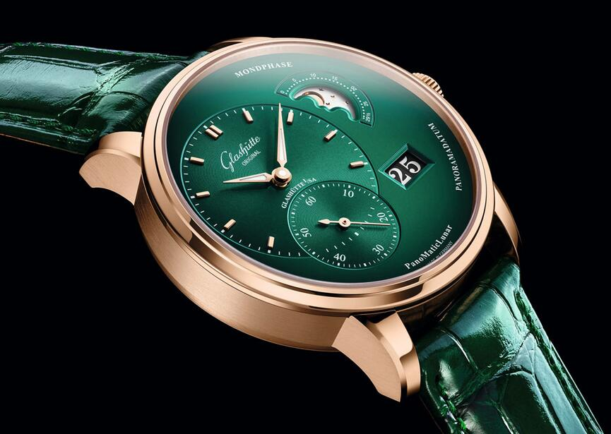 AAA fake watches are distinctive in the appearance.